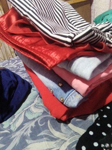 Vendo lote pra brechó roupas boa  - Foto 2