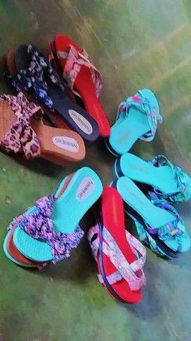 Vendo sandálias femininas novas - Foto 2