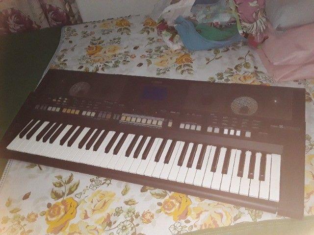 teclado yamaha psr-s650 cor:preto e branco