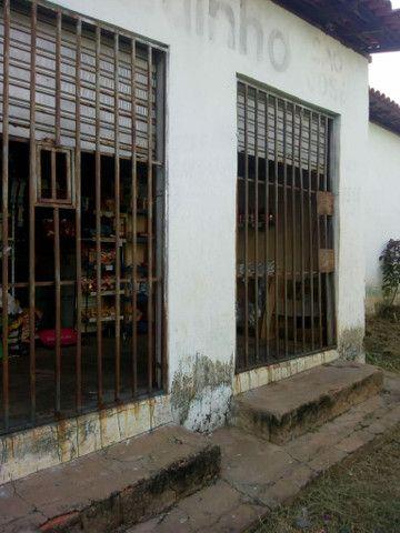 Casa de esquina com ponto de comércio