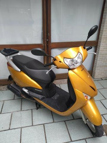 Honda lead 2011