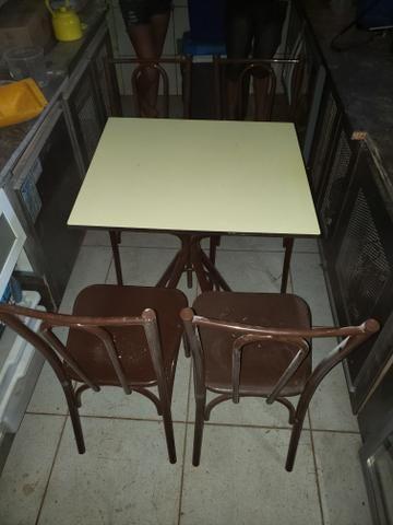 Jogo de mesa pra restaurante e lanchonete 300reais cada jogo tampo de madeira - Foto 2