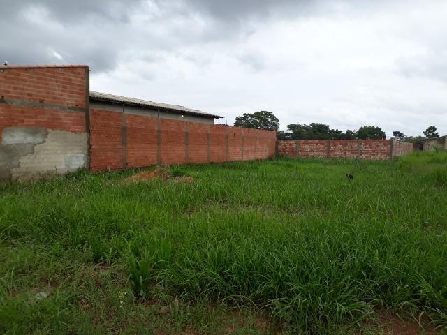 Terreno medindo 10 x 30 todo murado