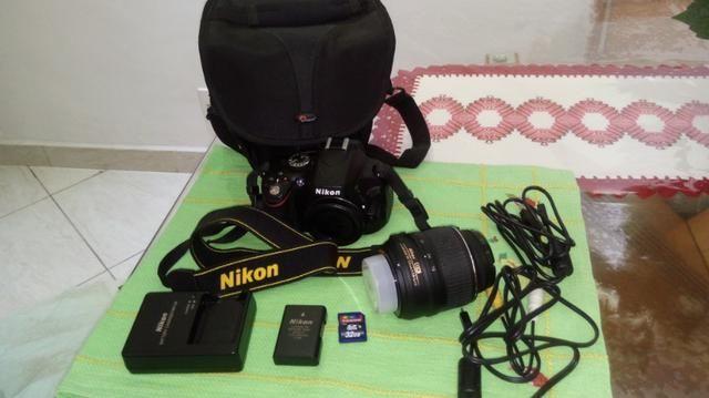 Máquina fotográfica Nikon D5100 praticamente sem uso