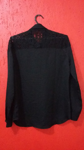Blusa preta rendada Cheroy - Foto 2