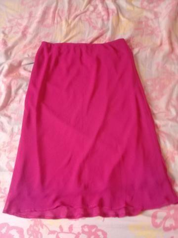 Vendo saias e vestidos usados mas em bom estado tanho outros além desses - Foto 3