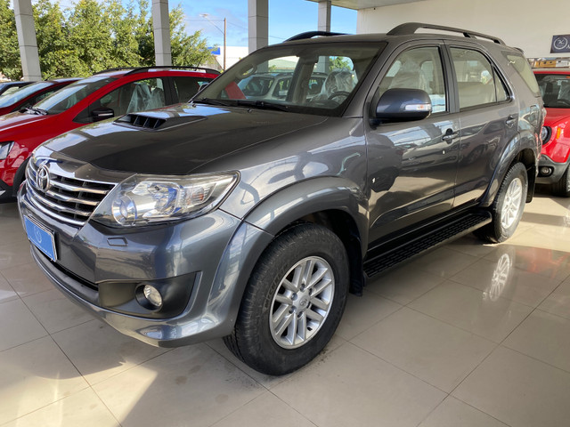 Hilux sw4 7 lugares - Foto 4
