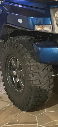 Jogo 4 pneus Maxxis Trepador 35 com aro e beadlock - Foto 4