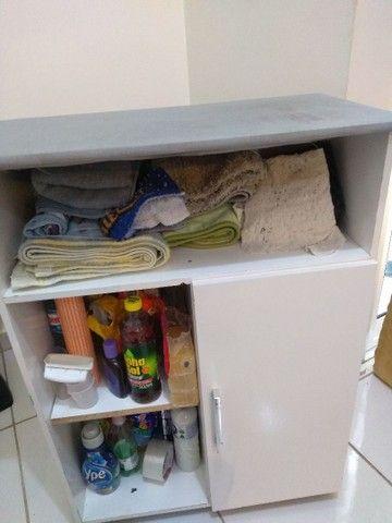 Mesinha de passar roupa e armário junto usado em bom estado