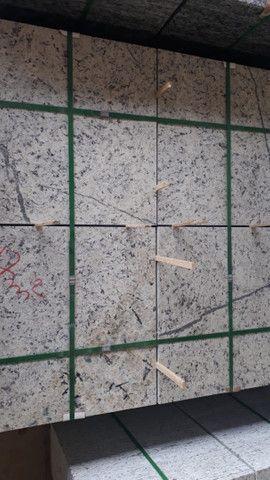 Oportunidade Granito Branco Dallas 55x55x2 - Foto 4