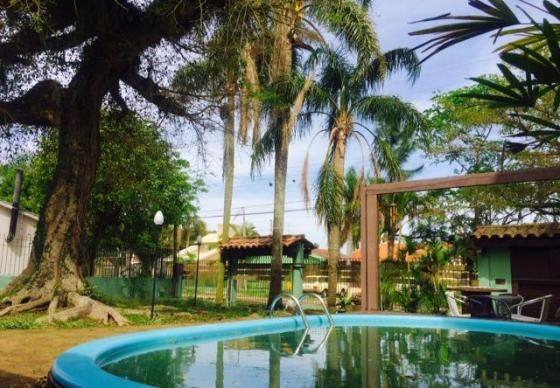Casa semi-mobiliada, com piscina, no Laranjal