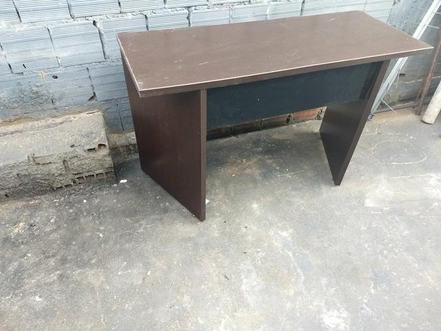 Mesa para escritório sem gavetas