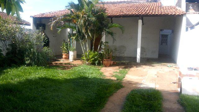 Casa 1 suíte mais 2 quartos na Vila Alba. varanda e quintal. Creci 5154
