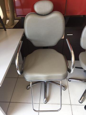 Cadeira de corte reclinável (barbearia)