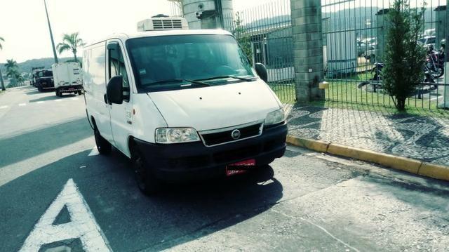 Vende-se Van refrigerada com serviço