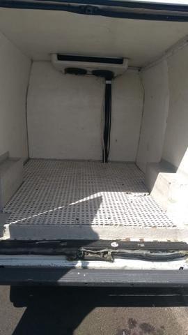 Vende-se Van refrigerada com serviço - Foto 8