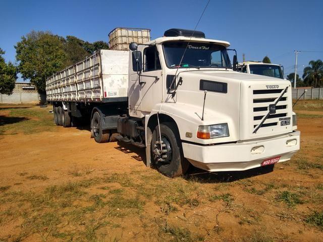 Volvo nl10 340 com carreta graneleira filé de mecânica aceito troca por Truck