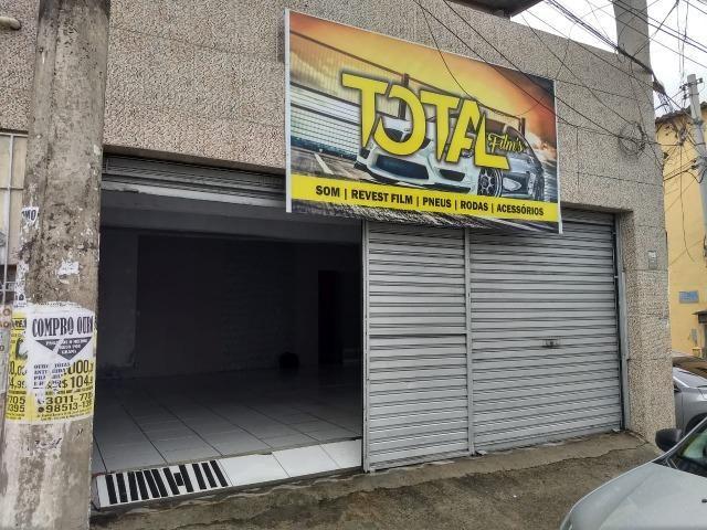 Loja com Área Total de 50 m² para Aluguel Avenida Principal em Itapuã (773943)