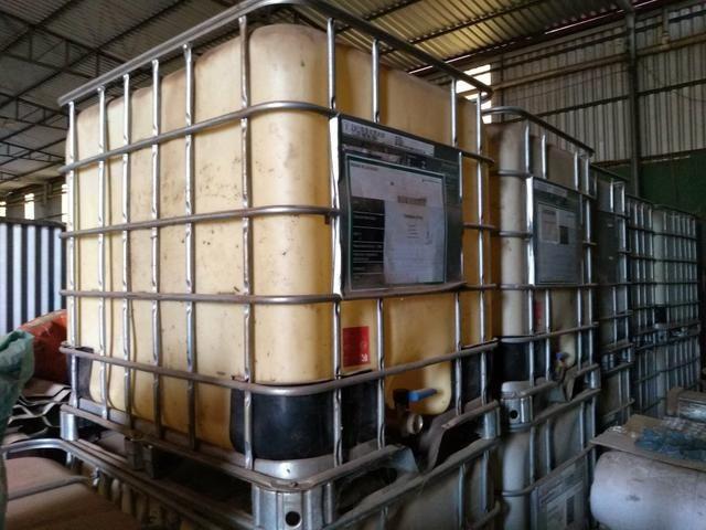 Reservatório plástico 1000L com proteção em grade metálica