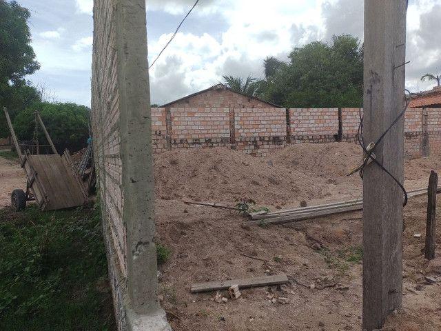 vendo Terreno todo murado e aterrado no bairro vitória régia,próximo rua asfaltada 26x30 - Foto 5