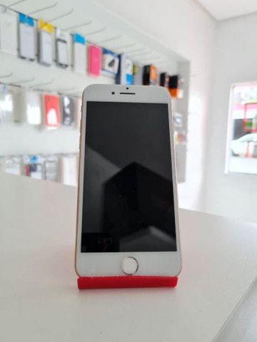 iPhone 8 Gold semi novo - Foto 2