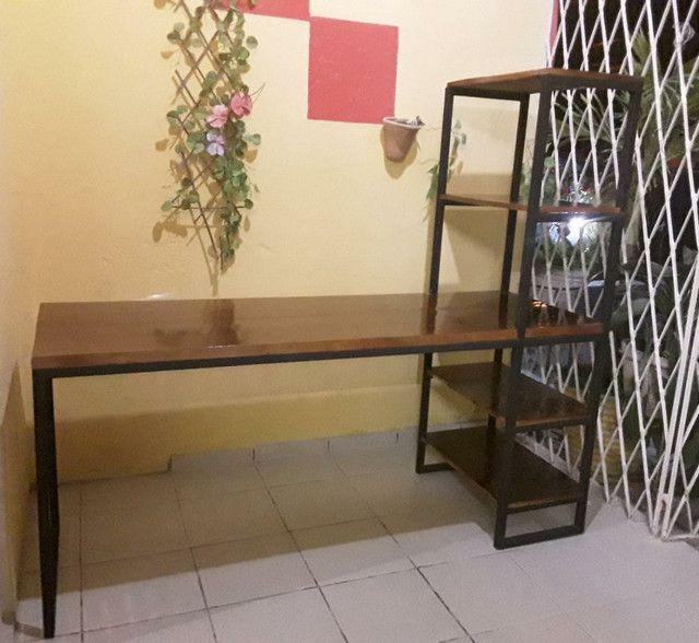 Mesa com estante  - Foto 2