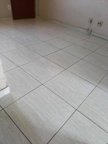 A RC + IMÓVEIS vende um apartamento no bairro de Vila Isabel em Três Rios -RJ - Foto 2