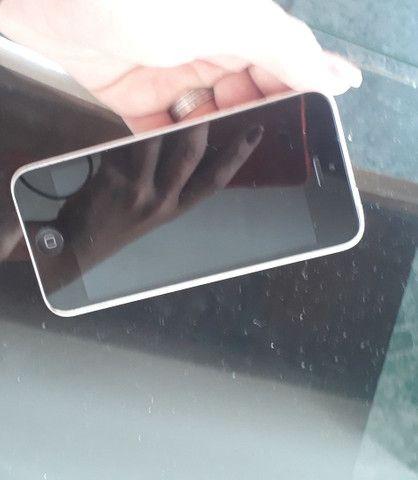 Iphone semi novo EM PERFEITO FUNCIONAMENTO.