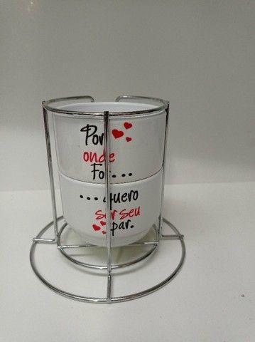 Kit 2 xicaras de café e porta xicara 180ml personalizado, msg, tema namorado - Foto 3