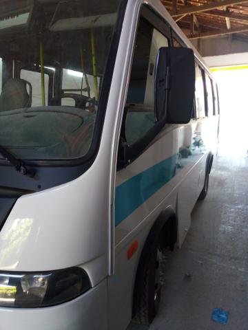 Dois micro ônibus