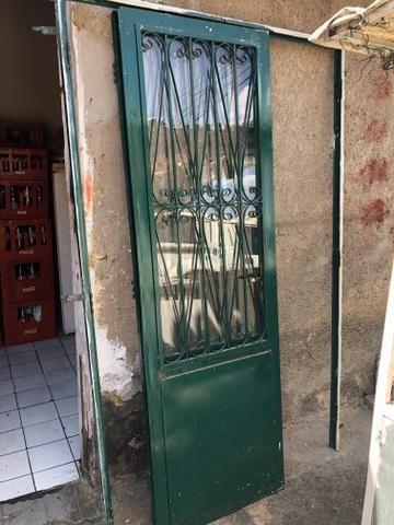 Vende-se conjunto de portas de ferro com detalhes em vidro - Foto 2
