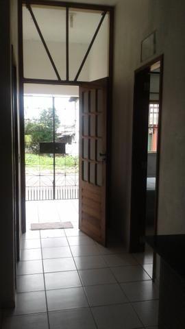 Aluga apartamento totalmente mobiliado, com ar e internet. Paracuru- Ceará