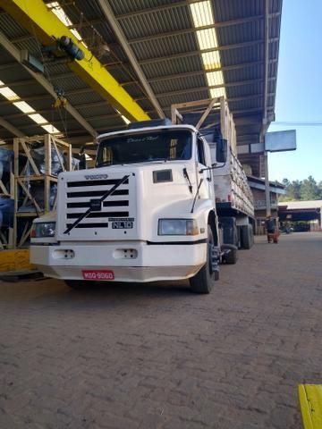 Volvo nl10 340 com carreta graneleira filé de mecânica aceito troca por Truck - Foto 4