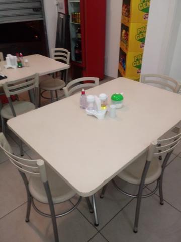 Vendo mesa grande com 4 cadeiras ,tenho 3 mesas otimo estado - Foto 2