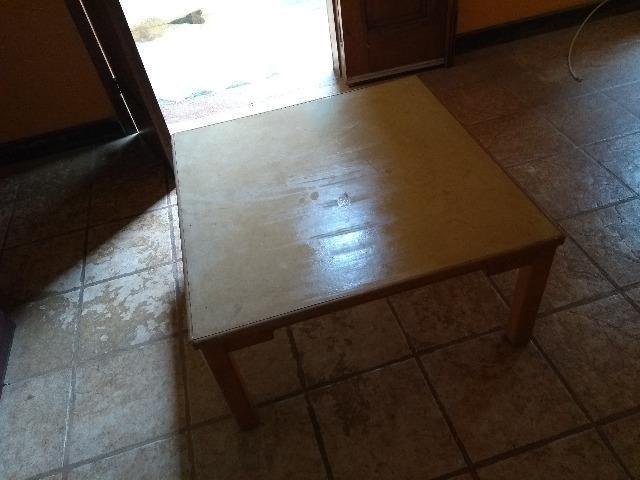Mesinha simples de madeira quadrada - Foto 2