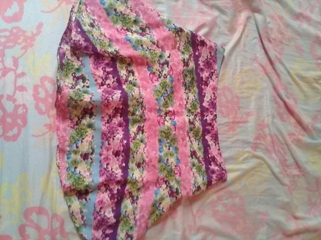 Vendo saias e vestidos usados mas em bom estado tanho outros além desses - Foto 2