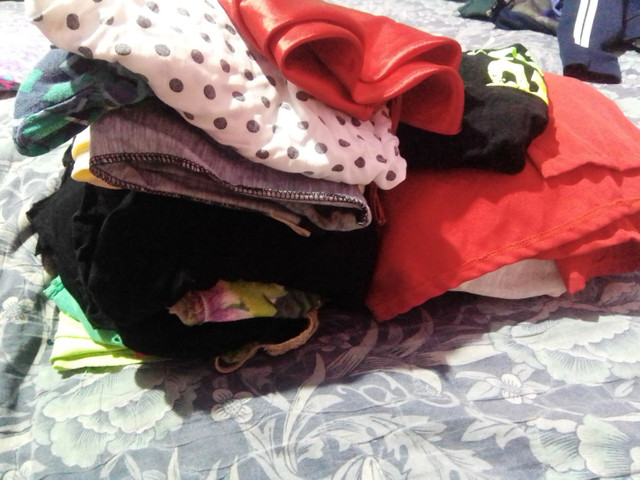 Vendo lote pra brechó roupas boa  - Foto 5