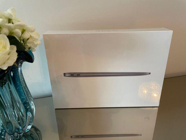MacBook Air 2020 Chip Apple M1 256SSD - Lacrado