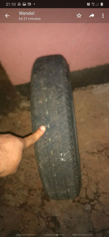 Vendo pneu com roda 9o  reais