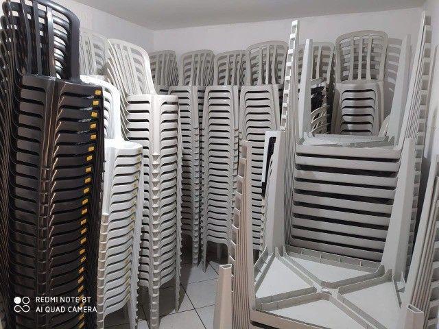 Mesas e cadeiras de plástico de qualidade novas de fabrica