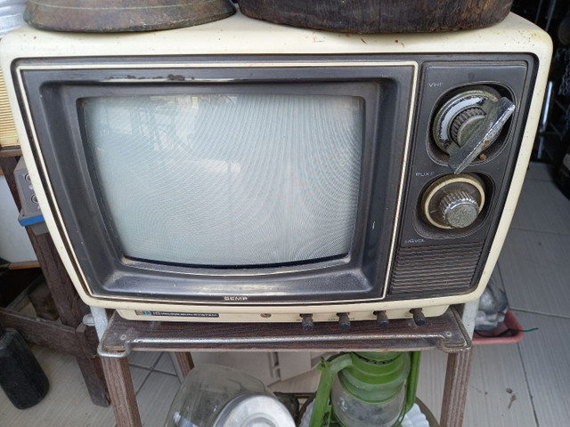 TV antiga p decoracao .leia a  baixo