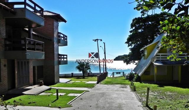 Apartamento em condomínio frente ao mar