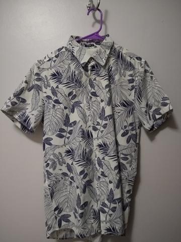 Camisa Maresia Havaiana com detalhe em couro