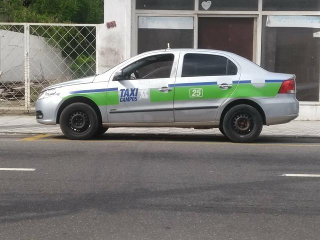 Vendo carro e ponto de táxi - Foto 2