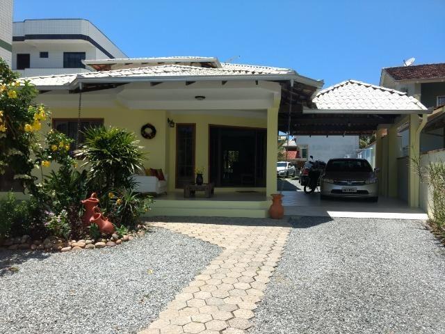 Casa e apartamento 50 mts da (Praia Enseada) c/ar e internet - Foto 12