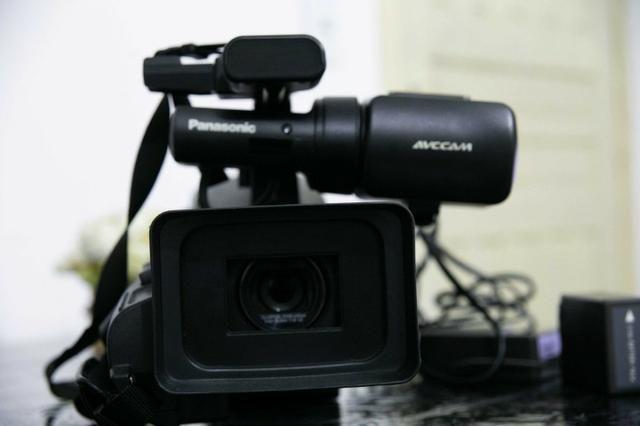 Filmadora HMC 80 FullHD