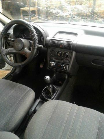 Corsa Hatch 2000. 1.0 - Foto 4