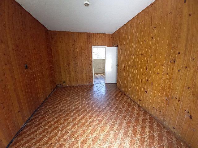 Alugo quarto e sala em condomínio com garagem no bairro Catarcione - Foto 3