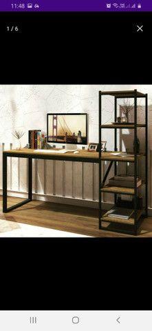 Mesa com estante