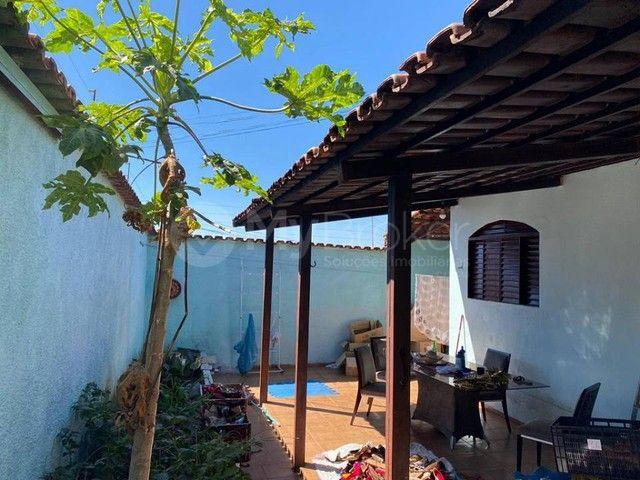 Casa  com 3 quartos - Bairro Jardim Novo Mundo em Goiânia